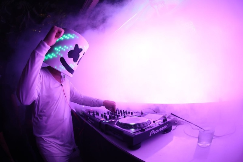 Wynn social marshmello takes on dj snakes let me love you the true identity of wynn resident marshmello still remains a mystery but one thing we do know is he knows how and when to remix a memorable track stopboris Images